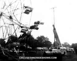 Hugo Zacchini flying over two Farris Wheels