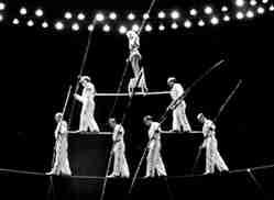 Wallenda 7 man pyramid